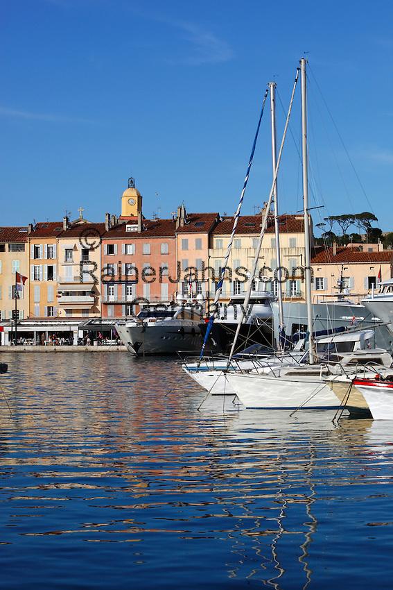 France, Provence-Alpes-Côte d'Azur, Saint-Tropez: Yachts in harbour of old town   Frankreich, Provence-Alpes-Côte d'Azur, Saint-Tropez: Luxus-Yachten im Hafen