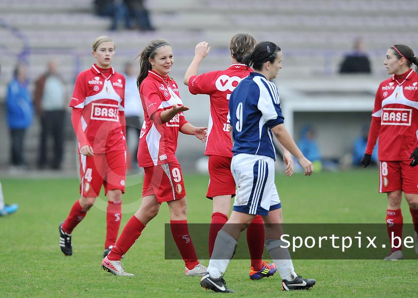 Rassing Harelbeke - Standard Femina : Lieke Martens blij met haar doelpunt.foto DAVID CATRY / Vrouwenteam.be