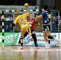 1. Bundesliga Handball Frauen - Punktspiel HC Leipzig (HCL) : DJK / MJC Trier - Arena Leipzig - im Bild: Wurfgewaltig - Sara Eriksson punktet für den HCL. Foto: Norman Rembarz ..