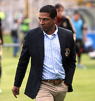 BOGOTA -COLOMBIA. 06-04-2014. Alexis Garcia director tecnico de Fortaleza  muestra su descontento con los jugadores de su equipo al dejarse empatar por La Equidad en los ultimos del partido . / Alexis Garcia  coach of Fortaleza shows his displeasure with his team's players to be left tie for La Equidad  in the last match,   fifteenth  round during the match  of The Postobon one league  at the Metropolitano of Techo Stadium . Photo: VizzorImage/ Felipe Caicedo / Staff