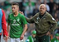 FUSSBALL   1. BUNDESLIGA   SAISON 2011/2012   27. SPIELTAG SV Werder Bremen - FC Augsburg                        24.03.2012 Tom Trybull (li) und Trainer Thomas Schaaf (re, beide SV Werder Bremen)
