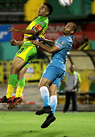 NEIVA-COLOMBIA-25-04-2018: William Duarte (Izq.) jugador de Atletico Huila disputa el balón con Leonardo Escorcia (Der.) jugador de Jaguares F. C., durante partido aplazado entre Atletico Huila y Jaguares F. C., de la fecha 14 por la Liga Aguila, I 2018 en el estadio Guillermo Plazas Alcid de Neiva. / William Duarte (L), player of Atletico Huila vies for the ball with Leonardo Escorcia (R) player of Jaguares F. C., during a posponed match of the 14th date for the Liga Aguila I 2018 at the Guillermo Plazas Alcid Stadium in Neiva city. Photo: VizzorImage  / Sergio Reyes / Cont.