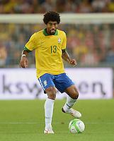 FUSSBALL  INTERNATIONAL  Testspiel Schweiz - Brasilien    14.08.2013 DANTE (Brasilien) am Ball