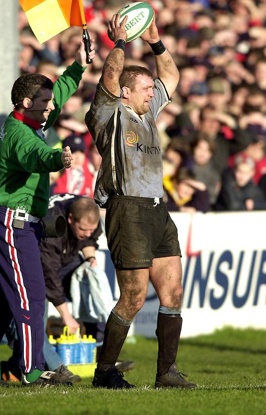 Photo. Richard Lane. .Heineken European Cup.Gloucester v Cardiff. Kingsholm. 27.01.2001.Jonathan Humphreys