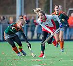 TILBURG  - hockey- Tess Olde Loohuis (MOP)  met Rymme van Dessel (WereDi)    tijdens de wedstrijd Were Di-MOP (1-1) in de promotieklasse hockey dames.   COPYRIGHT KOEN SUYK