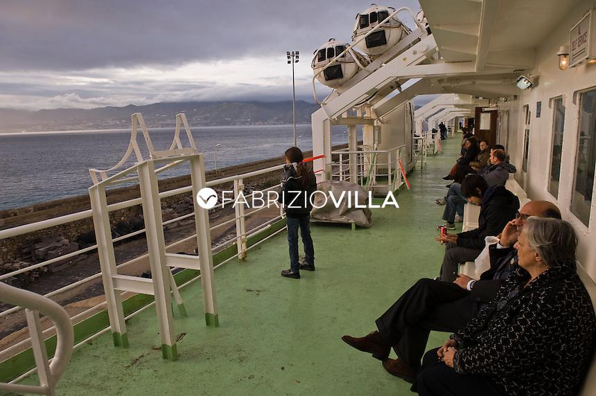 Traghetti Da Villa San Giovanni A Messina Con Auto