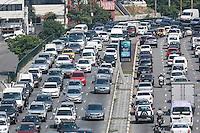 SÃO PAULO, SP, 16.10.2015 - TRÂNSITO-SP - Trânsito intenso no Viaduto Júlio de Mesquita Filho, sentido leste e oeste, no bairro da Bela Vista, região central de São Paulo, nesta sexta-feira. (Foto: William Volcov/Brazil Photo Press)