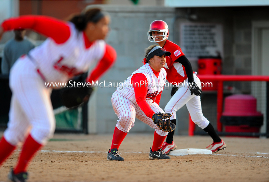 WEST HARTFORD, Conn. - The University of Hartford softball team split a non-conference doubleheader with the South Dakota Coyotes on Thursday at the University of Hartford Softball Field. Game One belonged to the Hawks by a final of 8-1 while the Coyotes took the nightcap, 8-1. Hartford pushes its record to 7-27 while South Dakota moves to 17-28 on the season.