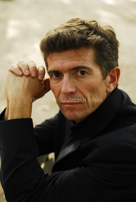 Stephen Mac Cauley american author in Paris.