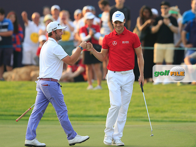 Andy Sullivan (ENG) makes a birdie on the 18th and gets a fist-pump from Martin Kaymer (GER) during Round 2 of the DP World Tour Championship at the Earth course,  Jumeirah Golf Estates in Dubai, UAE,  20/11/2015.<br /> Picture: Golffile | Thos Caffrey<br /> <br /> All photo usage must carry mandatory copyright credit (&copy; Golffile | Thos Caffrey)