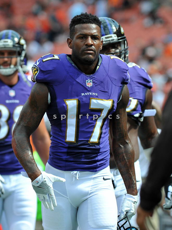 CLEVELAND, OH - JULY 18, 2016: Wide receiver Mike Wallace #17 of the Baltimore Ravens walks off the field prior to a game against the Cleveland Browns on July 18, 2016 at FirstEnergy Stadium in Cleveland, Ohio. Baltimore won 25-20. (Photo by: 2017 Nick Cammett/Diamond Images)  *** Local Caption *** Mike Wallace(SPORTPICS)