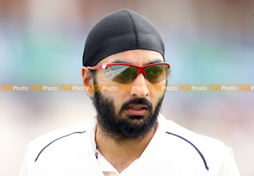 Monty Panesar of Sussex - Surrey CCC vs Sussex CCC, LV County Championship Division 1 at The Kia Oval, Kennington - 24/04/13 - MANDATORY CREDIT: Rob Newell/TGSPHOTO - Self billing applies where appropriate - 0845 094 6026 - contact@tgsphoto.co.uk - NO UNPAID USE.