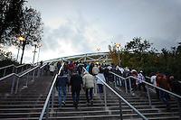 DFB Pokal 2011/12 2. Hauptrunde RasenBallsport Leipzig - FC Augsburg Zuschauer stroemen in die Red Bull Arena.