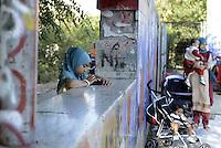 Roma, 17 Luglio 2015<br /> La comunità musulmana di Tor Pignattara affolla i giardini di Largo Pettazzoni, per la preghiera di Eid al-Fitr che segna la fine del mese di digiuno del Ramadan.<br /> Lo spazio riservato alla preghiera delle donne.<br /> Rome, July 17, 2015. <br /> Muslim immigrants crowd the garden of Tor Pignattara, in  multi-ethnic quarter, for the Eid al-Fitr prayer marks the end of the holy month of Ramadan.