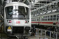 Besuch im ICE-Werk Leipzig..Im Bild: IC-Zug in der Werkhalle. Foto: Jan Kaefer / aif