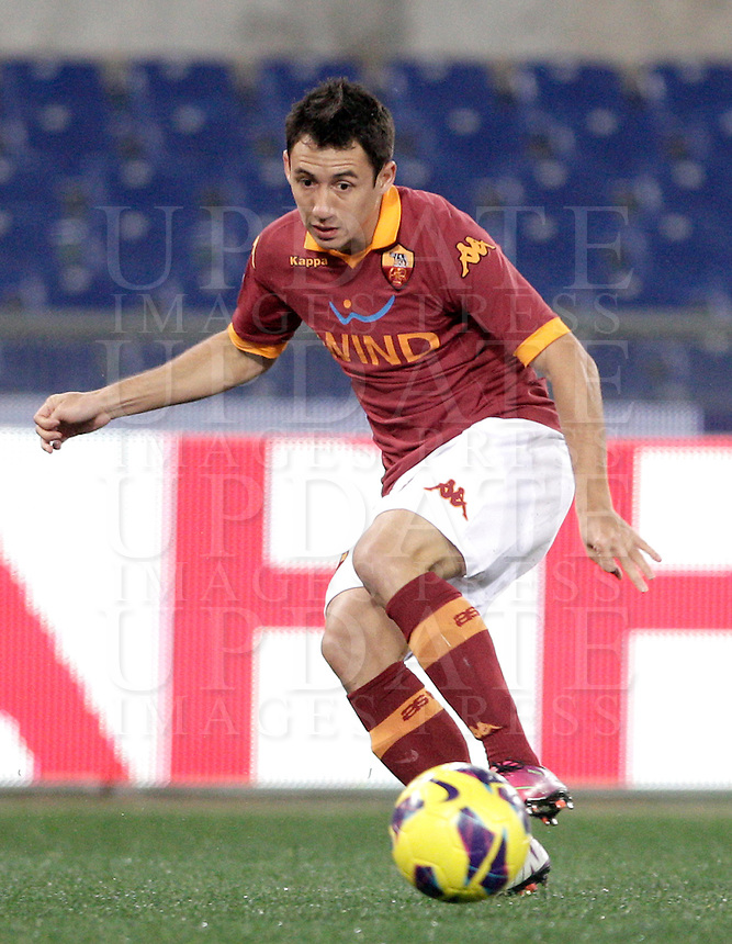 Calcio, semifinale di andata di Coppa Italia: Roma vs Inter. Roma, stadio Olimpico, 23 gennaio 2013..AS Roma defender Ivan Piris, of Paraguay, in action during the Italy Cup football semifinal first half match between AS Roma and FC Inter at Rome's Olympic stadium, 23 January 2013..UPDATE IMAGES PRESS/Riccardo De Luca