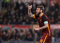Calcio, Serie A: Roma vs Milan. Roma, stadio Olimpico, 9 gennaio 2016.<br /> Roma's Daniele De Rossi in action during the Italian Serie A football match between Roma and Milan at Rome's Olympic stadium, 9 January 2016.<br /> UPDATE IMAGES PRESS/Isabella Bonotto