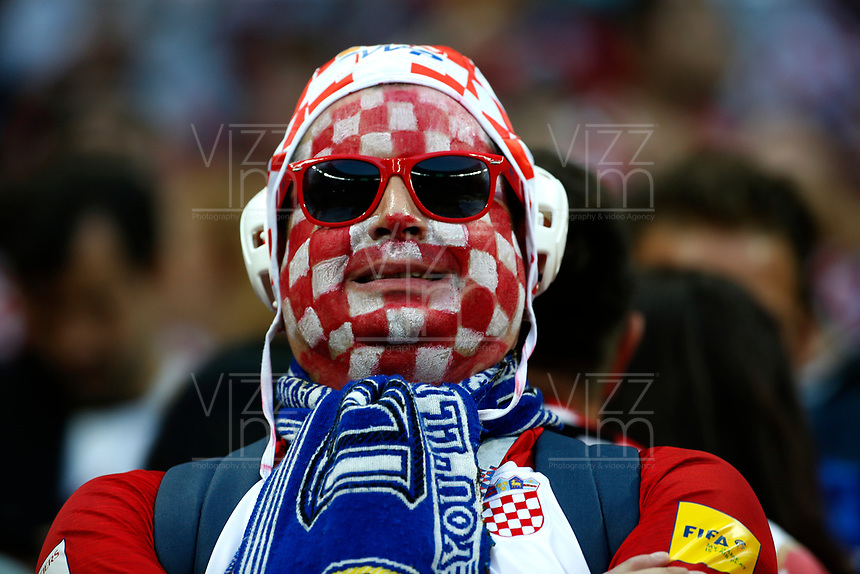 MOSCU - RUSIA, 11-07-2018: Un hincha de Croacia anima a su equipo durante partido de Semifinales entre Croacia y Inglaterra por la Copa Mundial de la FIFA Rusia 2018 jugado en el estadio Luzhnikí en Moscú, Rusia. / A fans of Croatia cheer for his team during the match between Croatia and England of Semi-finals for the FIFA World Cup Russia 2018 played at Luzhniki Stadium in Moscow, Russia. Photo: VizzorImage / Julian Medina / Cont