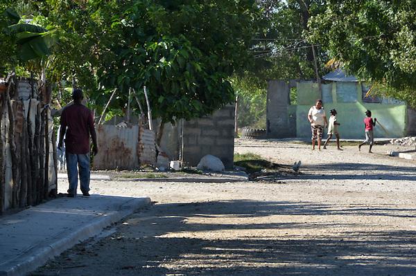Visita de los representantes de la Comisi&oacute;n Internacional de los Derechos Humanos al Batey 6 de Tamayo.<br /> Foto: Ariel D&iacute;az-Alejo/acento.com.do.<br /> Fecha: 04/12/2013.
