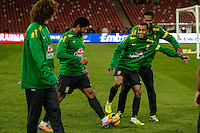 PEQUIM, CHINA, 14.10.2013 - TREINO SELECAO BRASILEIRA - (E/D) David Luiz, Hulk, Lucas e Jo durante treino no Estadio Ninho do Passaro na China, nesta segunda-feira, vespera do amistoso contra a selecao Zambia. (Foto: VINCENT WEI / Brazil Photo Press).