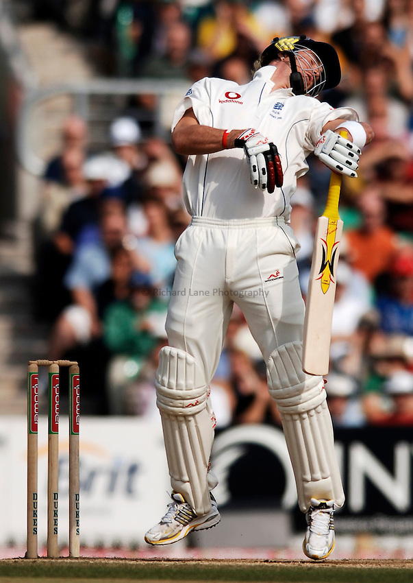 Photo: Glyn Thomas..England v Australia. nPower Test Series. The Ashes 2005..12/09/2005..England's Kevin Pietersen is almost dismissed first ball by Glenn McGrath.