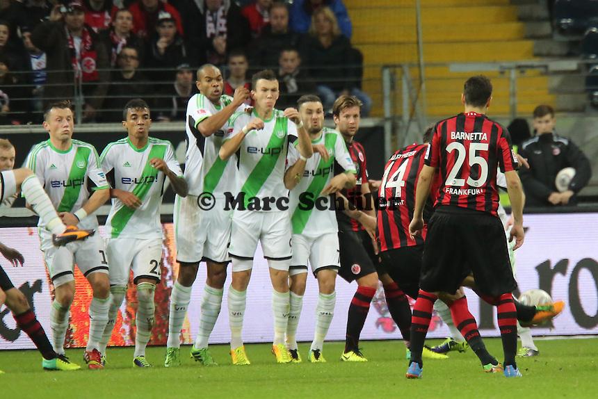 Alex Meier (Eintracht) schießt den Freistoss zum 1:1 - Eintracht Frankfurt vs. VfL Wolfsburg, Commerzbank Arena