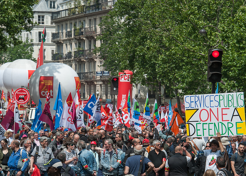 French civil servants and students strike and march against president Macron's neoliberal reforms in Paris. 22-5-18 There were skirmishes with riot police along the route of the demonstration.