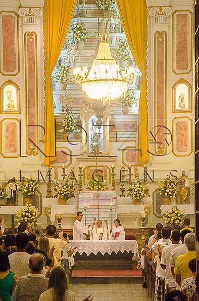 Missa na Igreja Matriz de Nossa Senhora dos Remédios no centro histórico, Paraty- RJ, 31/12/2013.
