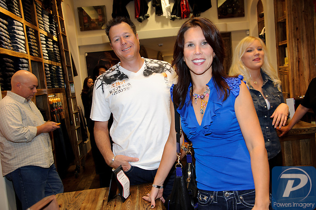 Mark and Sunaye Allen at the True Religion store opening in the Forum Shoppes located in Caesar's Palace, Las Vegas, NV, November 18, 2010 © Al Powers / Vegas Magazine