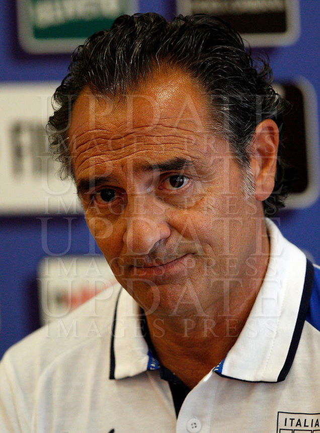 Il Commissario Tecnico della Nazionale italiana di calcio Cesare Prandelli tiene una conferenza stampa in vista della partita amichevole tra Italia ed Argentina in programma allo stadio Olimpico il 14 agosto, a Roma, 12 agosto 2013.<br /> Italy's coach Cesare Prandelli attends a press conference ahead of a friendly football match between Italy and Argentina, scheduled at the Olympic stadium on 14 August, in Rome, 12 August 2013. <br /> UPDATE IMAGES PRESS/Riccardo De Luca