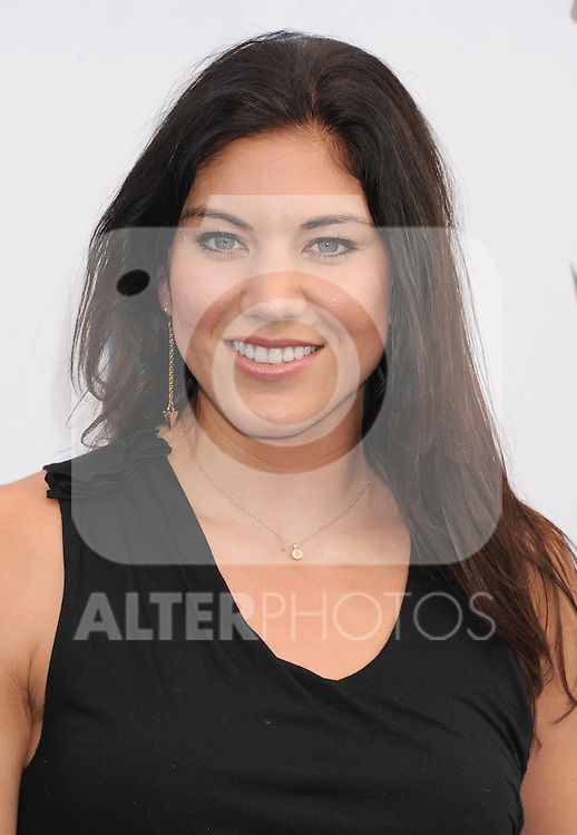 SANTA MONICA, CA - AUGUST 19: Hope Solo arrives at the 2012 Do Something Awards at Barker Hangar on August 19, 2012 in Santa Monica, California. /NortePhoto.com....**CREDITO*OBLIGATORIO** ..*No*Venta*A*Terceros*..*No*Sale*So*third*..*** No Se Permite Hacer Archivo**
