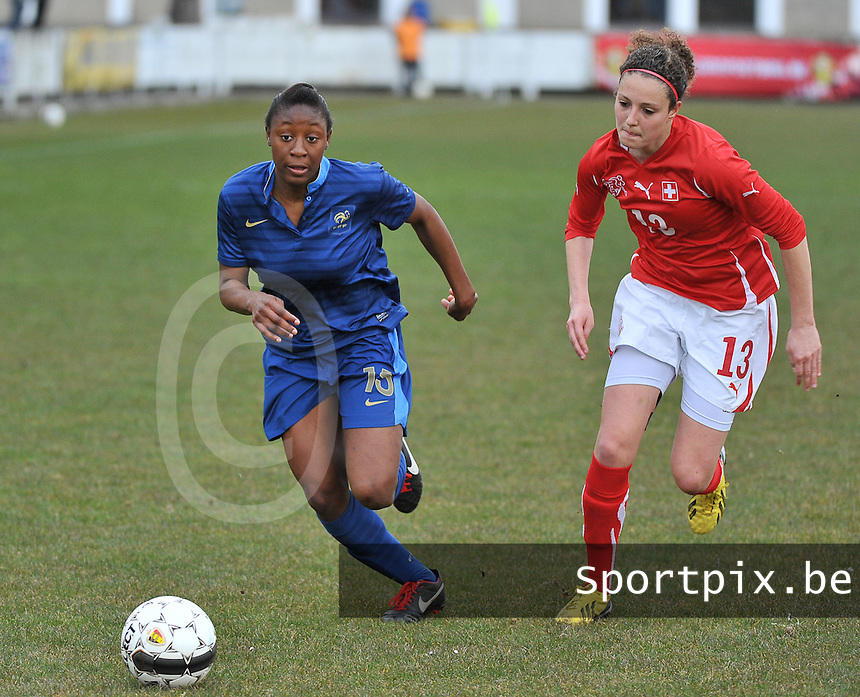 Switzerland U19 - France U19 : Kadidiatou Diani (15) in a sprint with Swiss Sabrina Ribeaud.foto DAVID CATRY / Nikonpro.be
