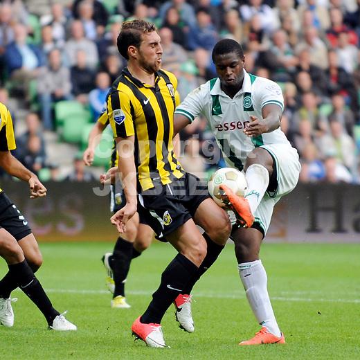 GRONINGEN - voetbal, FC Groningen - Vitesse, Euroborg stadion, seizoen 2012-2013, 16-09-2012 Vitesse speler Guram Kashia (l) met FC Groningen speler Genero Zeefuik.