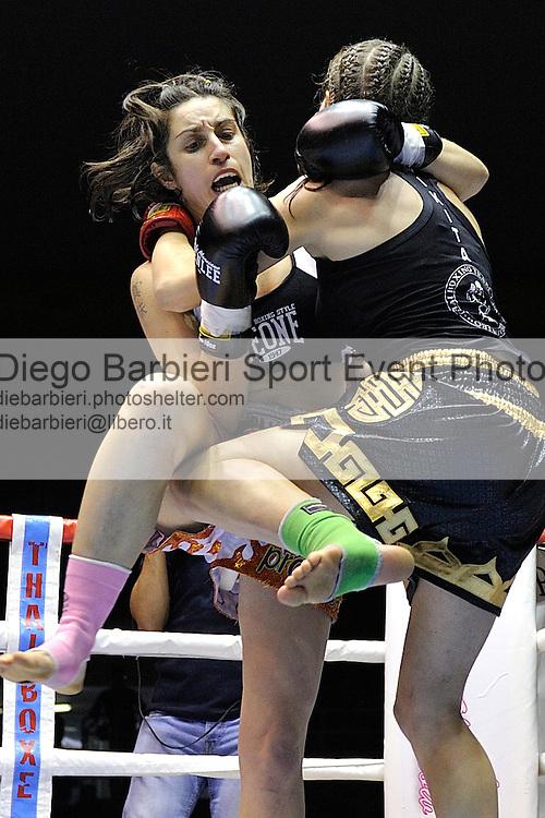 02 marzo 2012 - Thai Boxe Mania<br /> Torino, Palaruffini<br /> <br /> Marta Mercinelli ITA (DX)<br /> Perla Bragagnolo ITA (SX)