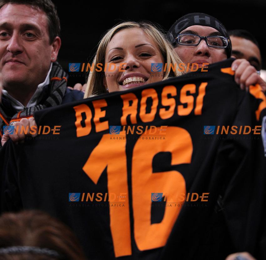 Tamara De Rossi con la maglia del marito Daniele<br /> Madrid 05/03/2008 Stadio &quot;Santiago Bernabeu&quot;<br /> Champions League - First Knockout round second leg<br /> Real Madrid Roma (1-2)<br /> Foto Andrea Staccioli Insidefoto