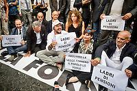 Roma 15 Settembre 2015<br /> Manifestazione davanti al Ministero dell'Economia  dei lavoratori &quot;Esodati&quot;, i lavoratori  che hanno perso occupazione e pensione con la legge del ministro del Lavoro Elsa Fornero, durante il Governo Monti. Sono 50 mila lavoratori senza stipendio e senza pensione dopo la riforma Fornero. Matteo Salvini,(C) segretario della Lega Nord, partecipa alla manifestazione degli esodati.<br /> Rome September 15, 2015<br /> Rally outside the Ministry of Economy of workers &quot;esodati&quot;, workers who have lost jobs and retirement  with the law of the Minister of Labour Elsa Fornero, during the government Monti. Are 50,000 workers without pay and no pension after the reform Fornero. Matteo Salvini,(C) secretary of the Northern League, participated in the demonstration of esodati.