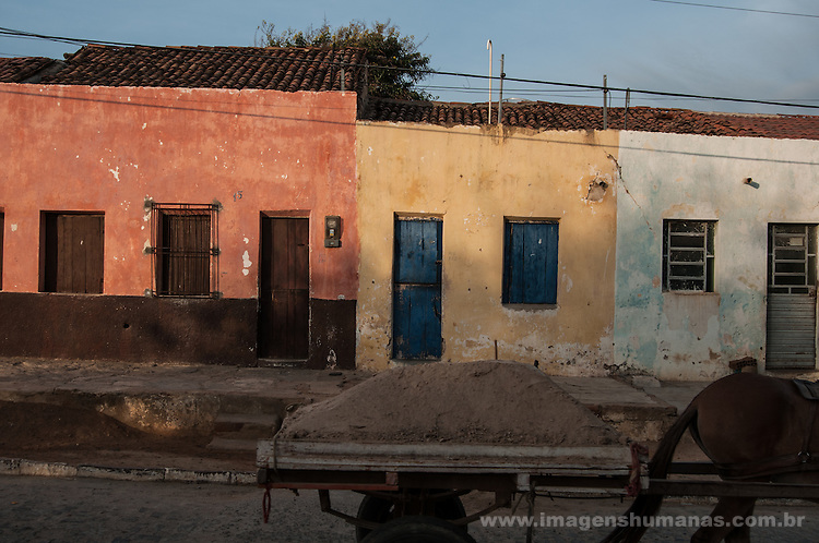 Carroça usada para retirada de areia do Rio Pajeú, município de Floresta, Pernambuco, Brasil.