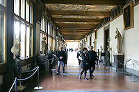 Turisti nella Galleria degli Uffizi a Firenze.<br /> Tourists in the Uffizi Gallery, Florence.<br /> UPDATE IMAGES PRESS/Riccardo De Luca