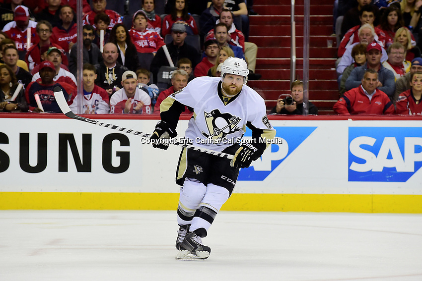 Thursday, April 28, 2016: Pittsburgh Penguins right wing Phil Kessel (81) skates during gaem 1 of round 2 of the NHL Eastern Conference playoffs between the Pittsburgh Penguins and the Washington Capitals held at the Verizon Center in Washington DC. The Capitals defeat the Penguins 4-3 in overtime. Eric Canha/CSM