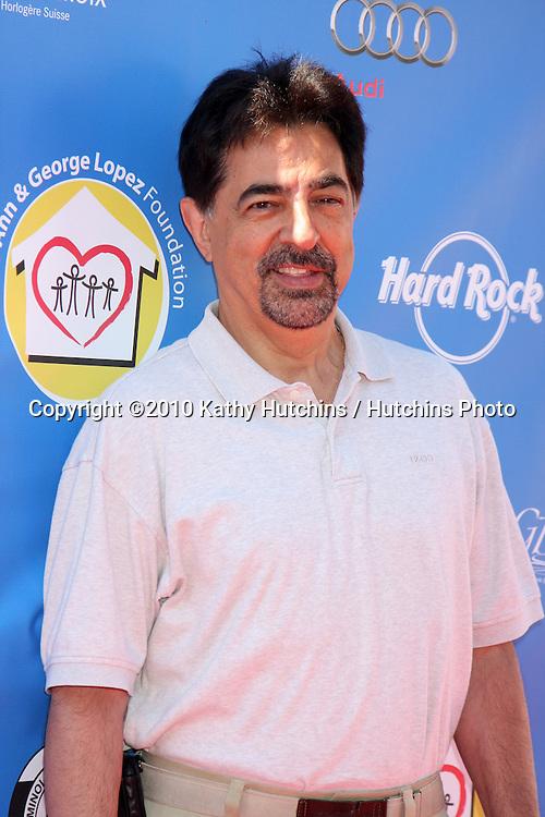 Joe Mantegna.arrives at  the George Lopez Golf Tournament .Lakeside Golf Club.Toluca Lake, CA.May 3, 2010.©2010 Kathy Hutchins / Hutchins Photo...