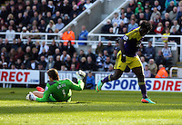 Pictured: Wilfried Bony of Swansea (R) is denied a goal by Newcastle goalkeeper Tim Krul (L). Saturday 19 April 2014<br />