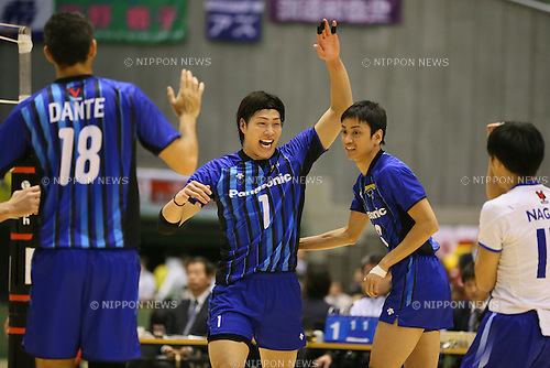 (L to R) <br /> Kunihiro Shimizu, <br /> Takahisa Otake (Panthers), <br /> DECEMBER 13, 2013 - Volleyball : <br /> 2013 Emperor's Cup and Empress's Cup <br /> All Japan Volleyball Championship men's match <br /> between Pioneer FC Tokyo 2-3 Panasonic Panthers <br /> at Tokyo Metropolitan Gymnasium, Tokyo, Japan. <br /> (Photo by YUTAKA/AFLO SPORT)
