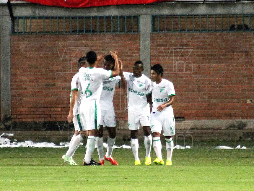 CUCUTA - COLOMBIA -08 -03-2015: Los jugadores de Deportivo Cali celebran el gol anotado a Cucuta Deportivo durante partido entre Cucuta Deportivo y Deportivo Cali por la fecha 8 de la Liga Aguila I-2015, jugado en el estadio General Santander de la ciudad de Cucuta.  / The players of Deportivo Cali celebrate a scored goal to Cucuta Deportivo during a match between Cucuta Deportivo and Deportivo Cali for the date 8 of the Liga Aguila I-2015 at General Santander Stadium in Cucuta city, Photo: VizzorImage / Manuel Hernandez / Str.