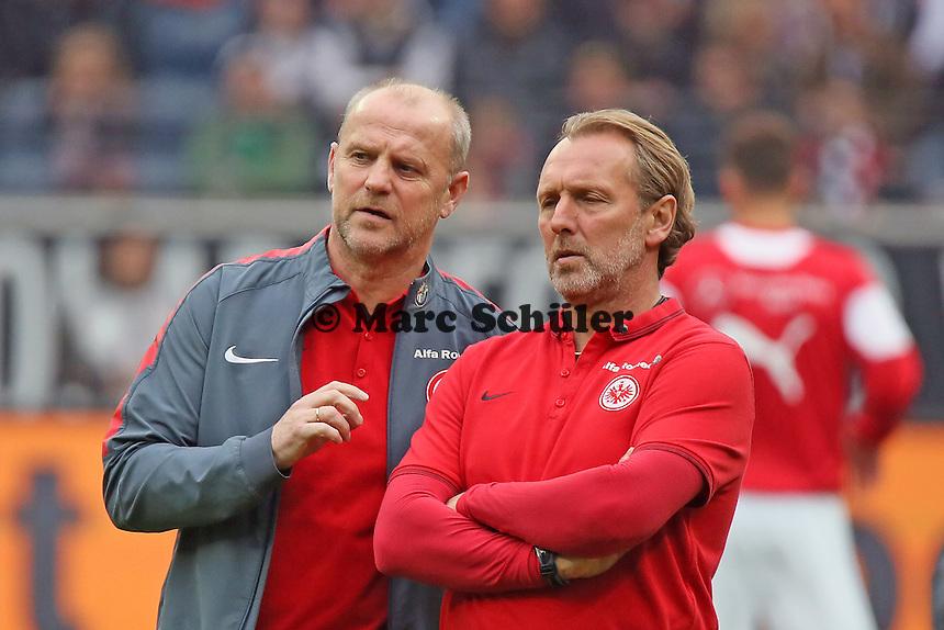 Trainer Thomas Schaaf (Eintracht) mit Co-Trainer Matthias Hollerbach - Eintracht Frankfurt vs. VfB Stuttgart, Commerzbank Arena