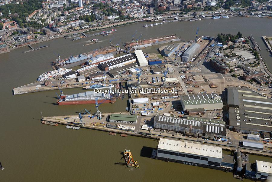 Blohm und Voss : EUROPA, DEUTSCHLAND, HAMBURG, (EUROPE, GERMANY), 06.08.2020: Blohm+Voss auf Steinwerderam südlichen Ufer der Norderelbe. Sie wurde 1877 gegründet und gilt als letzte der Großwerften im Hamburger Hafen. Seit 1996 sind die Geschäftsbereiche der Werft in eigenständige Gesellschaften überführt: die Blohm + Voss Shipyard GmbH für Schiffbau, die Blohm + Voss Repair GmbH für Schiffsreparaturen sowie die Blohm + Voss Industries GmbH für Maschinen- und Anlagenbau.<br /> Seit dem 28. September 2016 übernahme durch die  Lürssen Werft.