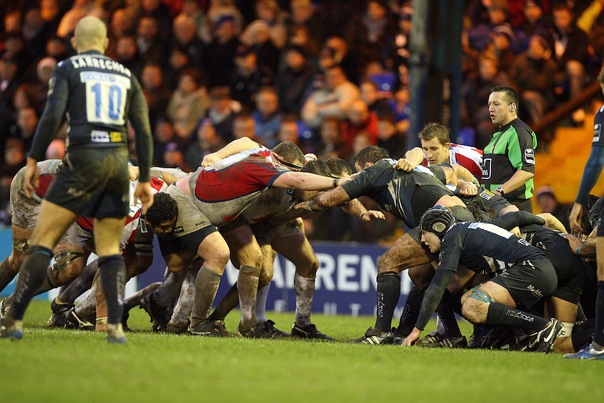 Photo: Rich Eaton...Sale Sharks v Bristol Rugby. Guinness Premiership. 01/01/2007. Packs engage with props arms touching shoulders - new law