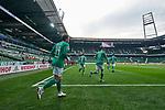 Die Mannschaft beim Einlaufen ins Stadion, hier, von links, Philipp Bargfrede (SV Werder Bremen #44), Niklas Moisander (SV Werder Bremen #18), Milos Veljkovic / Miloš Veljković (SV Werder Bremen #13), Maximilian Eggestein (SV Werder Bremen #35), Davie Selke (SV Werder Bremen #9) und Leonardo Bittencourt (SV Werder Bremen #10)<br /> <br /> Sport: Fussball: 1. Bundesliga: Saison 19/20: <br /> 26. Spieltag: SV Werder Bremen vs Bayer 04 Leverkusen, 18.05.2020<br /> <br /> Foto ©  gumzmedia / Nordphoto / Andreas Gumz / POOL <br /> <br /> Nur für journalistische Zwecke! Only for editorial use!<br />  DFL regulations prohibit any use of photographs as image sequences and/or quasi-video.