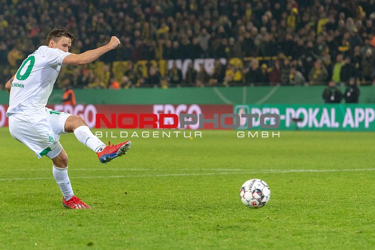 05.02.2019, Signal Iduna Park, Dortmund, GER, DFB-Pokal, Achtelfinale, Borussia Dortmund vs Werder Bremen<br /> <br /> DFB REGULATIONS PROHIBIT ANY USE OF PHOTOGRAPHS AS IMAGE SEQUENCES AND/OR QUASI-VIDEO.<br /> <br /> im Bild / picture shows<br /> <br /> Max Kruse (Werder Bremen #10) tritt zum scheidenen Elfmeter an und Trifft<br /> <br /> Foto © nordphoto / Ewert