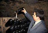 Deidesheim, una cantina lungo la strada del vino.Deidesheim, a cellar along the wine route