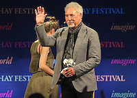Hay on Wye. Sunday 05 June 2016<br /> Tom Jones waves to the crowd after speaking about his book 'Over The Top And Back The Autobiography' at the Hay Festival, Hay on Wye, Wales, UK